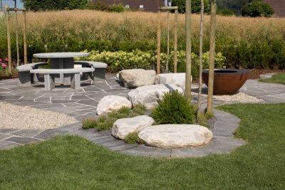 Gartensitplatz mit Feuerschale