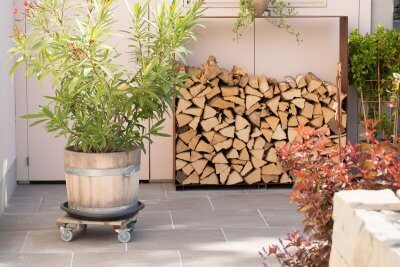 Holzlager beim Gartensitzplatz