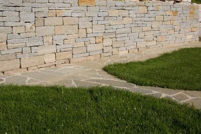 Gartenwege aus Natursteinen