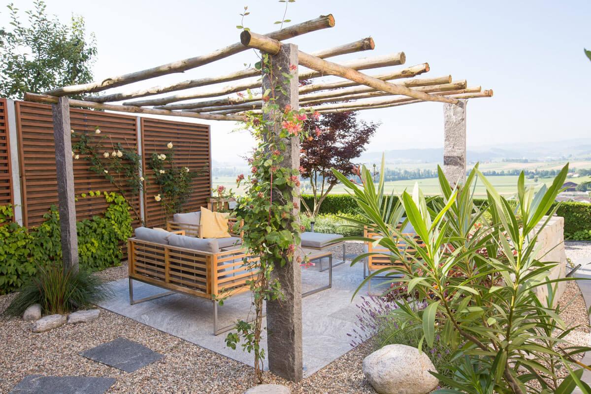 Bepflanzter Gartensitzplatz