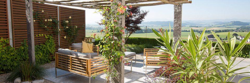 Hunkeler Gartenbau Sitzplatz mit Aussicht